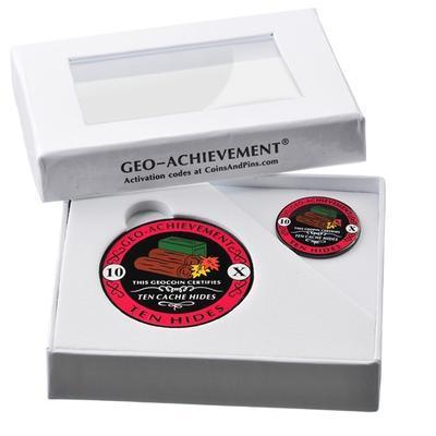 10 Hides Geocoin + odznak + krabička - 2