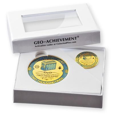 2000 Finds Geocoin + Pin + Box - 2