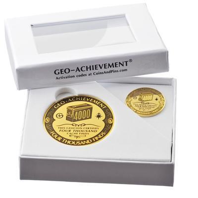 4000 Finds Geocoin + odznak + krabička - 2