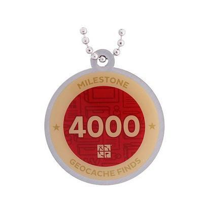 4.000 Finds Milestone Geocoin + travel tag - 2